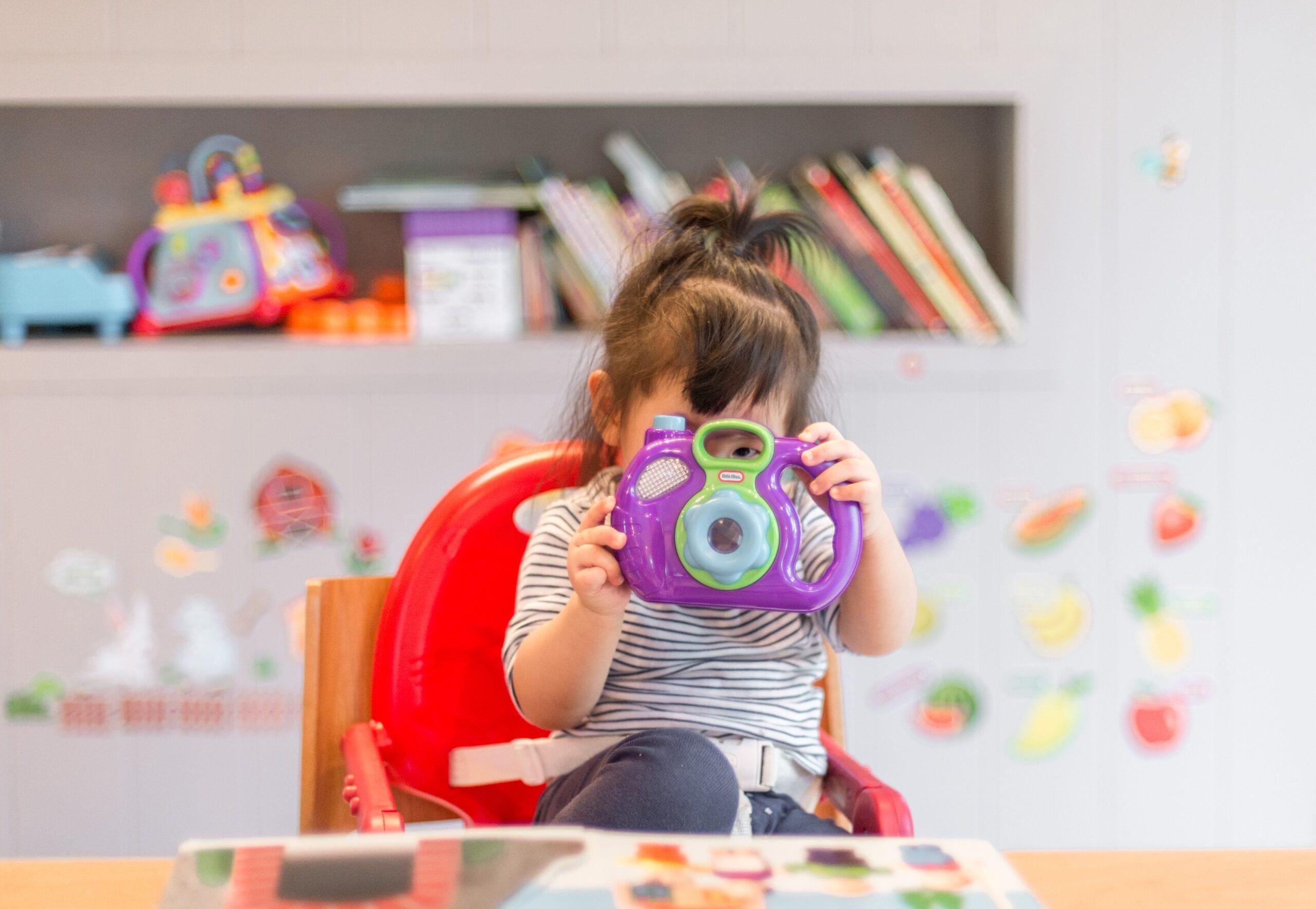 Porque é importante para a criança organizar os brinquedos